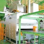 熱可塑フリース高性能加熱炉・プレス投入・ 接着剤塗布・搬送の全自動システム